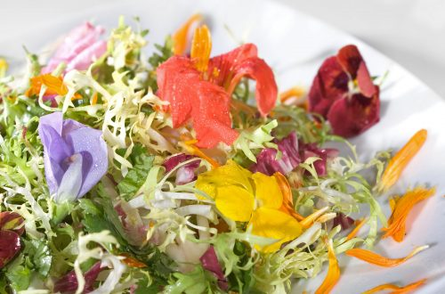 salad of edible flowers 18384089 Luxurious Garnish: Edible Flowers In Food EAT LOVE SAVOR International luxury lifestyle magazine and bookazines