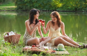 French Women having Picnic Turn Errands into Adventures with Road Picnics EAT LOVE SAVOR International luxury lifestyle magazine and bookazines