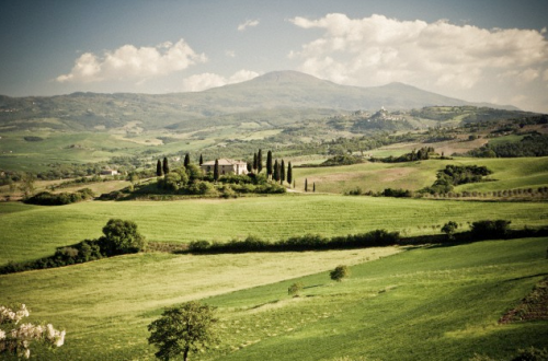 Tuscan countryside Destination: Tuscany - EAT LOVE SAVOR International luxury lifestyle magazine and bookazines