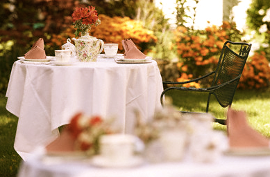 Garden Party Table Splendor in the Grass: Garden Parties EAT LOVE SAVOR International luxury lifestyle magazine and bookazines