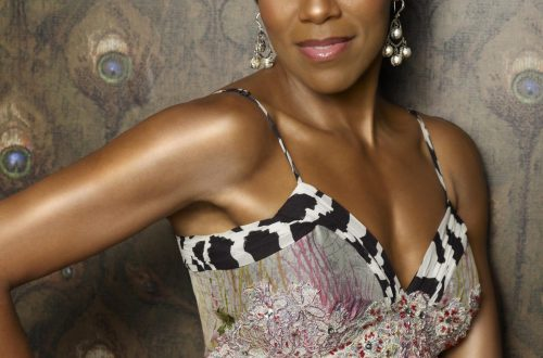 154  2 7174 Celebrity Champagne Lover: Regina King - EAT LOVE SAVOR International luxury lifestyle magazine and bookazines