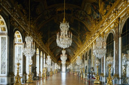ELS Chandelier Img1 Discover: Chandeliers: Luxuriously Brilliant! EAT LOVE SAVOR International luxury lifestyle magazine and bookazines