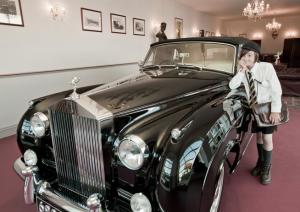 rolls royce goodwood revival Luxury Car News: Rolls-Royce Celebrates Record Goodwood Revival - EAT LOVE SAVOR International luxury lifestyle magazine and bookazines