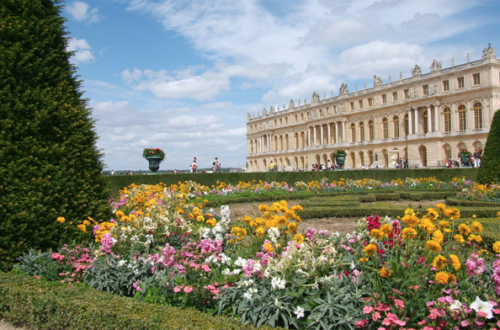 The Palace Versailles from the South parterre Discover: Château Versailles: Versailles and Antiquities EAT LOVE SAVOR International luxury lifestyle magazine and bookazines