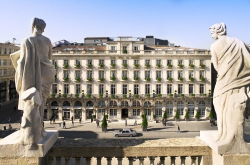 Facade avec statues DISCOVER: History, Elegance and Gastronomy: The Grand Hôtel de Bordeaux & Spa EAT LOVE SAVOR International luxury lifestyle magazine and bookazines