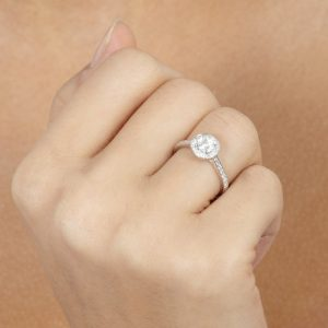 sd29547 model How to Achieve the Perfect Sparkle when Buying Diamond Jewellery EAT LOVE SAVOR International luxury lifestyle magazine and bookazines