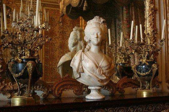 marie bust NINAS NINA Paris Tea, Versailles and Marie-Antoinette since 1672 - EAT LOVE SAVOR International luxury lifestyle magazine and bookazines