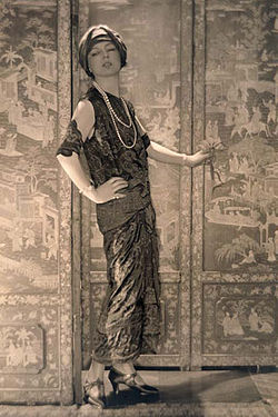 250px-Jeanne_Toussaint_1920_by_Adolf_de_Meyer