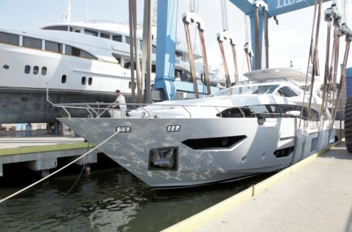 Azimut Grande 95RPH Launch15