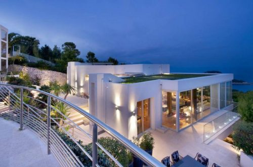 luxury villa modern Selecting Villas in the French Riviera: Modern or Traditional? EAT LOVE SAVOR International luxury lifestyle magazine and bookazines