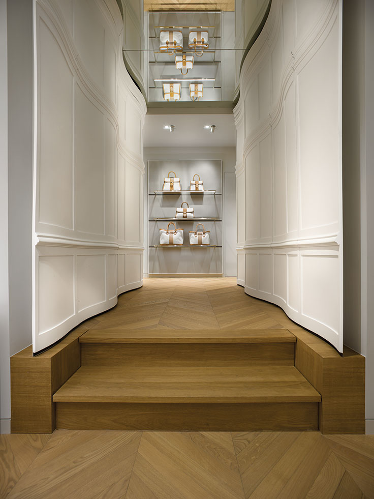 delvaux carved corridor