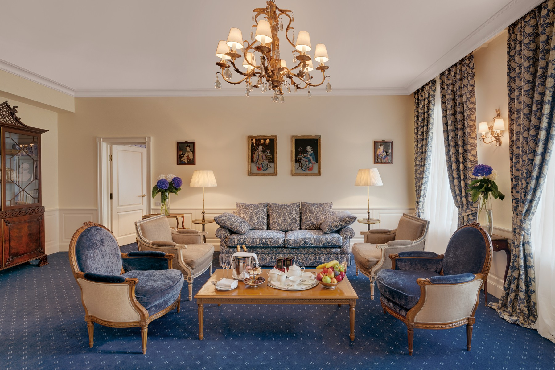 Executive-Suite-Living-Room kempinski hotel st petersburg