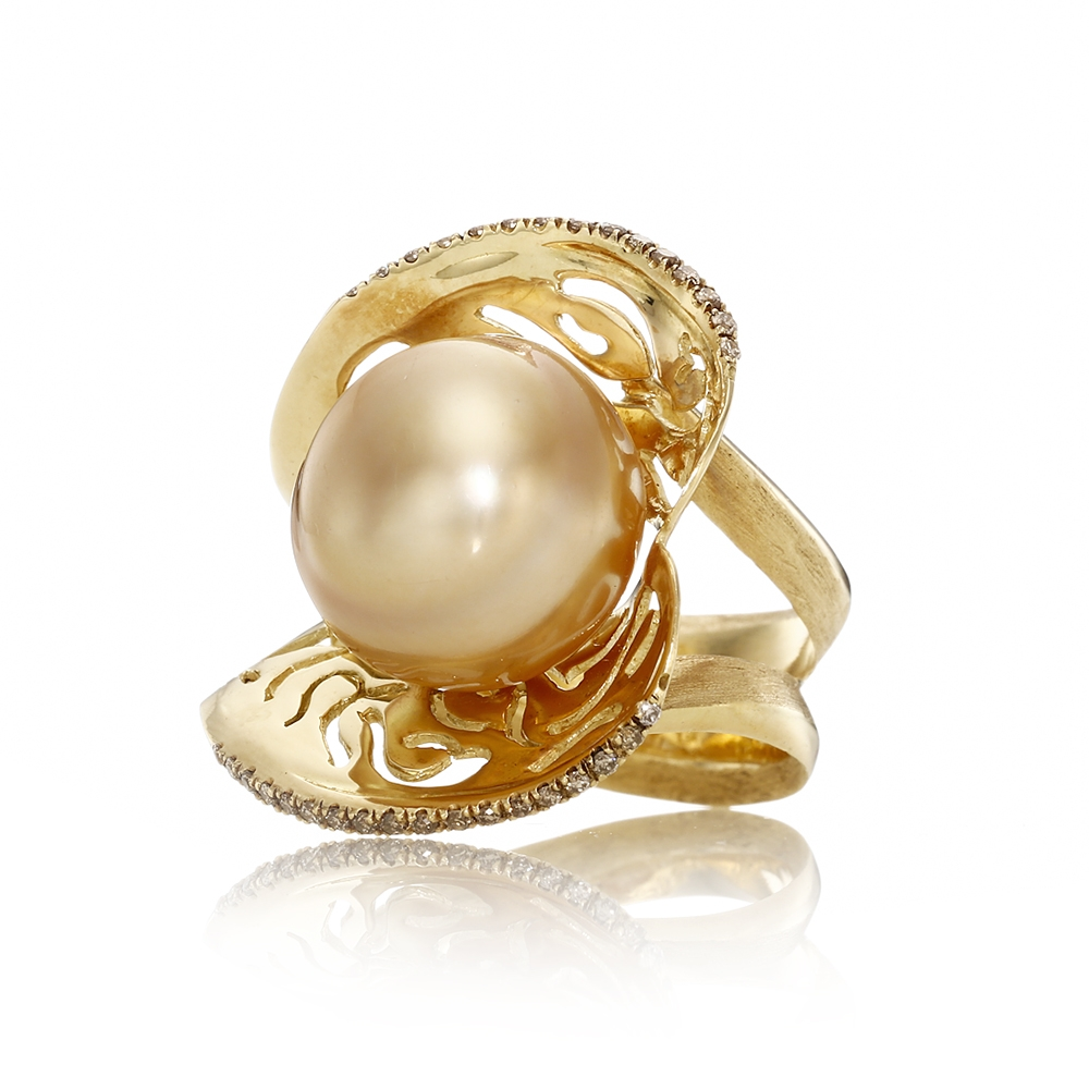 YVEL magnificent indonesian pearl diamond gold ring