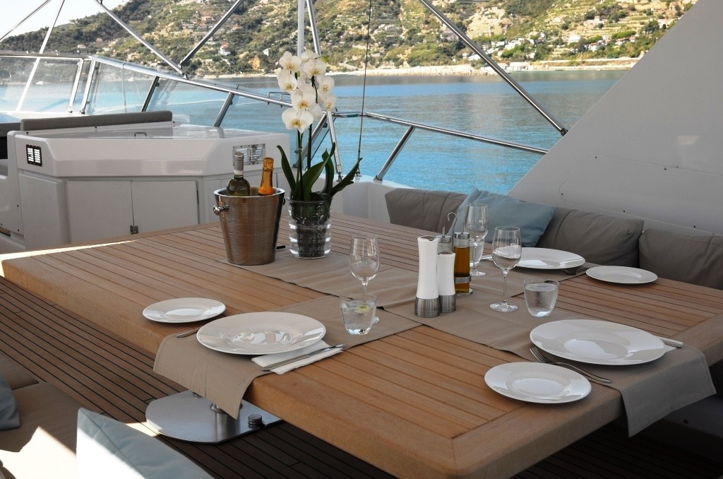 MY MOONRAKER - Upper deck alresco dining