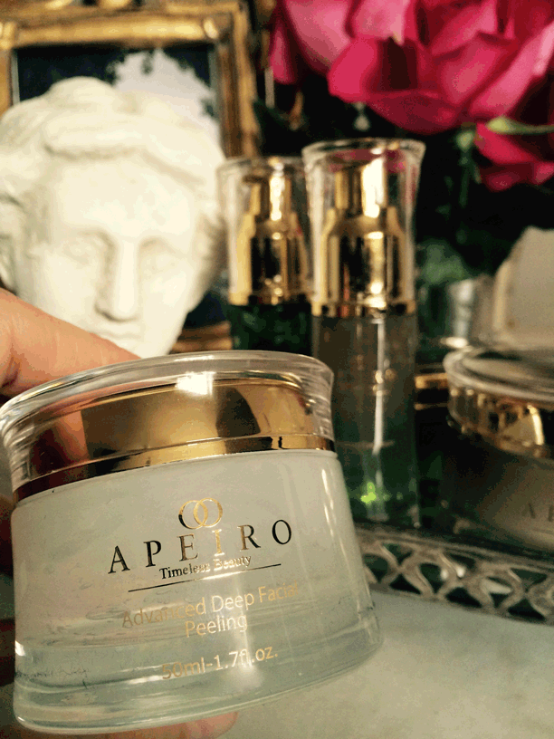 apeiro-deep-facial-peeling-in-hand