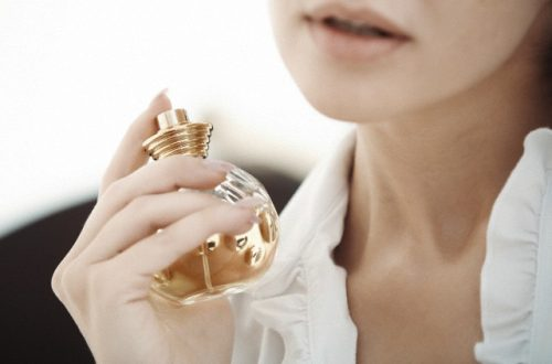 woman and perfume How to Match Perfume to Your Style EAT LOVE SAVOR International luxury lifestyle magazine and bookazines