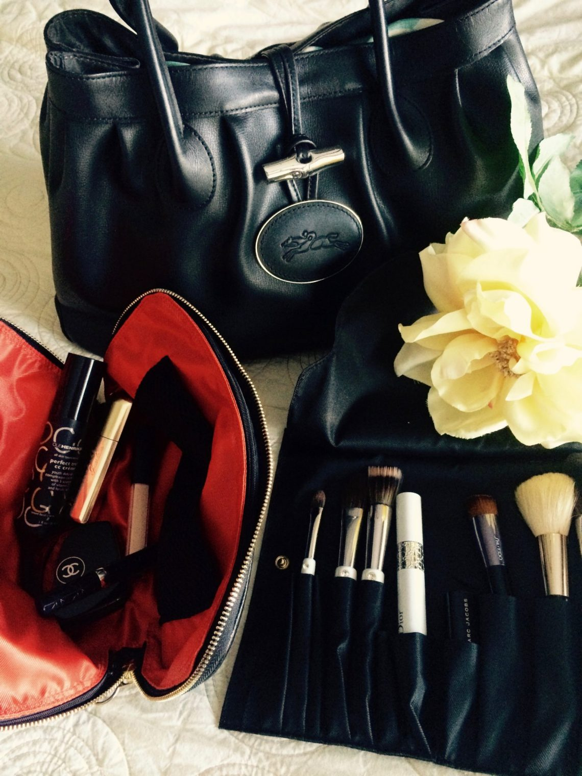 Kusshi makeup bag and brush holder Little Luxuries: Kusshi Improves the Makeup Bag EAT LOVE SAVOR International luxury lifestyle magazine and bookazines