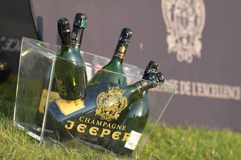 champagne-jeeper-bottles-in-bucket