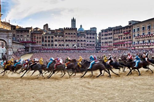 palio race italy horses running Experience One of Italy's Most Famous Traditions - EAT LOVE SAVOR International luxury lifestyle magazine and bookazines
