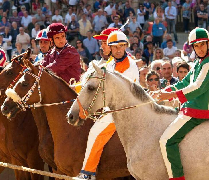 palio-riders-close-up