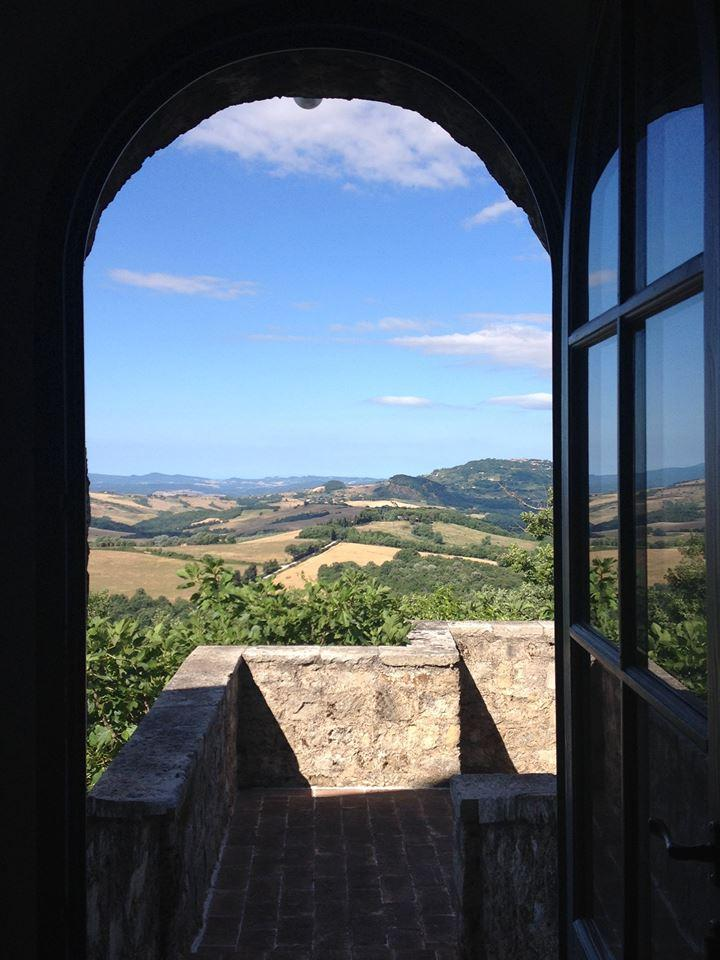 borgo-pignano-room-with-a-view-of-countryside