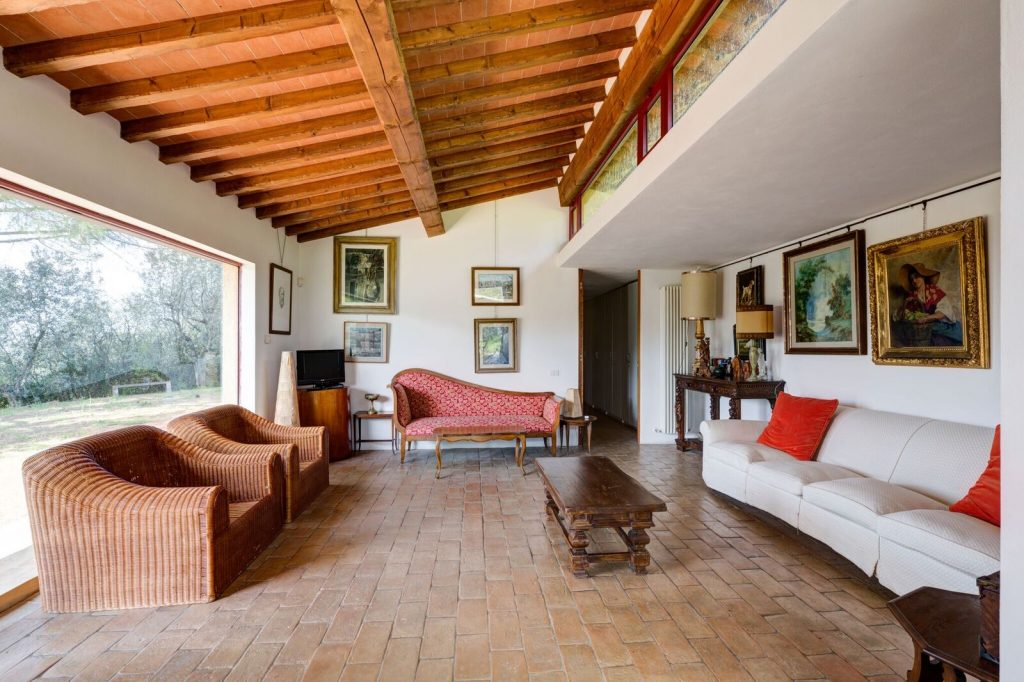 florence-farmhouse-livingroom - eat love savor luxury lifestyle magazine