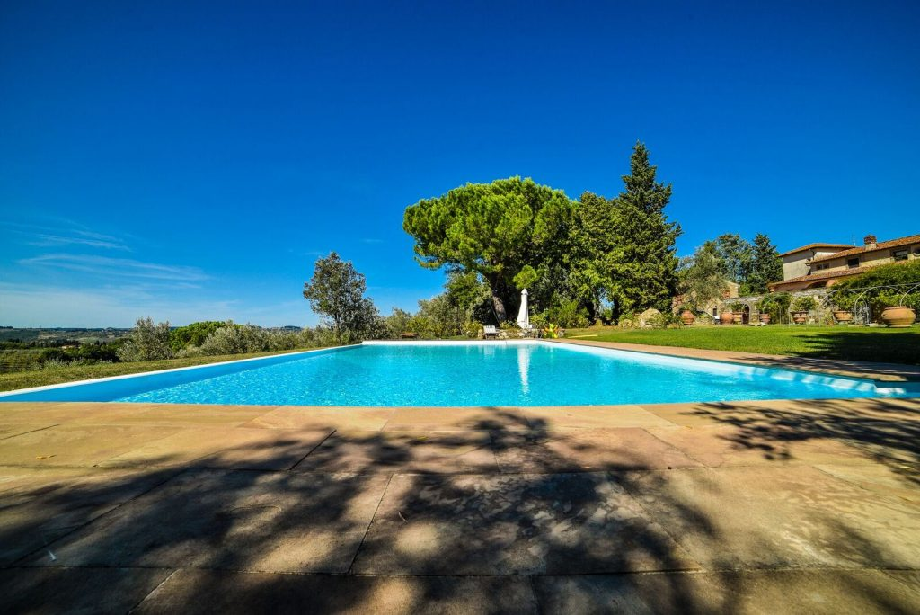 florence-farmhouse-pool - eat love savor luxury lifestyle magazine