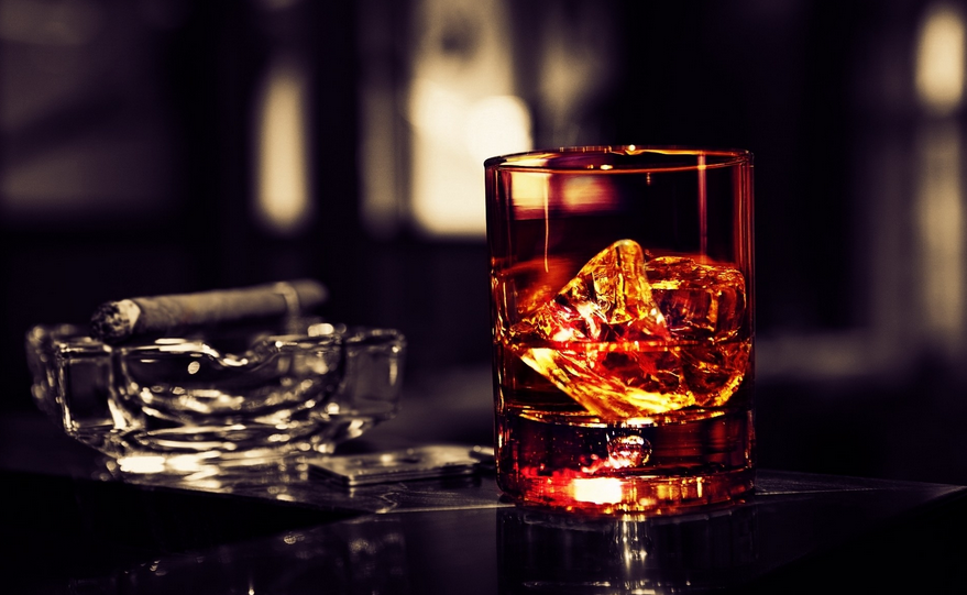 whiskey-and-cigar - eat love savor luxury lifestyle magazine