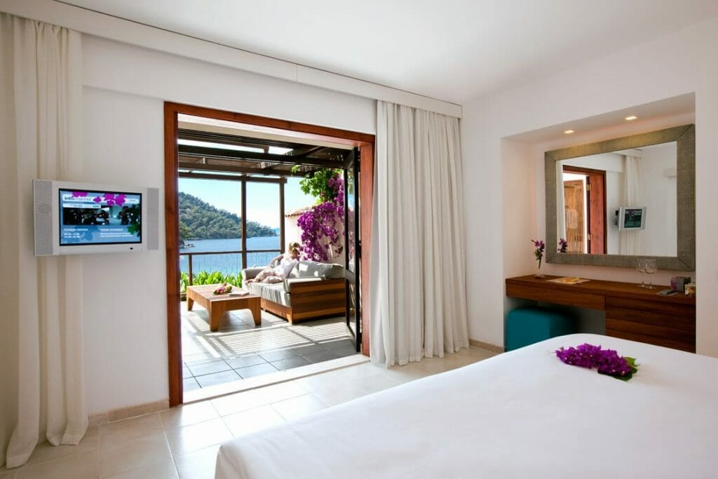 sea side hotel breathe in the sea Discover Hillside Beach Club- Classical Music on The Sea - EAT LOVE SAVOR International luxury lifestyle magazine and bookazines