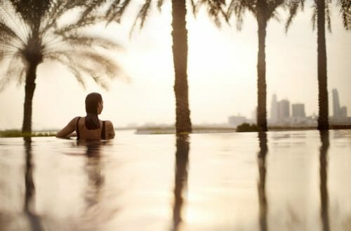bahrain hotel infinity pool 50481431 Infinity pool 2 Luxury Learning Escapes with a Difference EAT LOVE SAVOR International luxury lifestyle magazine and bookazines