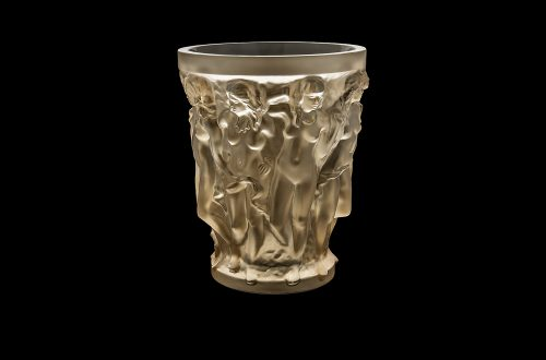BDImage BlackBg 88091104 SIRENES vase crystal gold luster Copyright LALIQUE ART